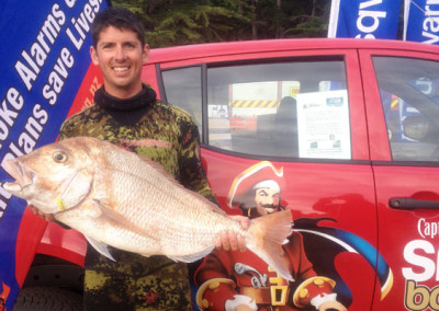 Tuesday's leading angler Jeremy Alai from Auckland with his 9.910kg Snapper